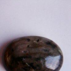 Coleccionismo de gemas: CABUJÓN OVAL NATURAL DE LABRADORITA DE MADAGASCAR CON 9.5 CT.. Lote 175500533