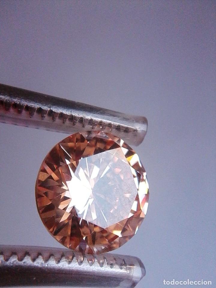 LUMINOSO ZAFIRO CHATHAM COLOR CHAMPANG TALLA REDONDA DE 6.45 CT. (10 MM Ø ). (Coleccionismo - Mineralogía - Gemas)
