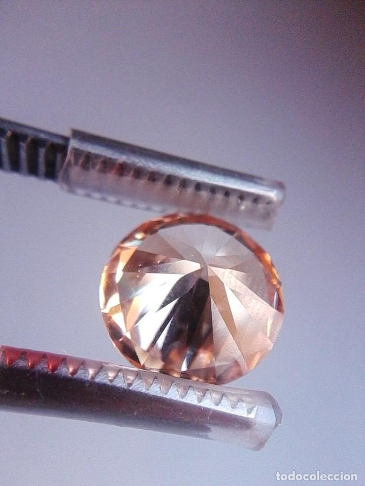 Coleccionismo de gemas: Luminoso zafiro Chatham Color Champang Talla Redonda de 6.45 Ct. (10 mm Ø ). - Foto 3 - 176014774