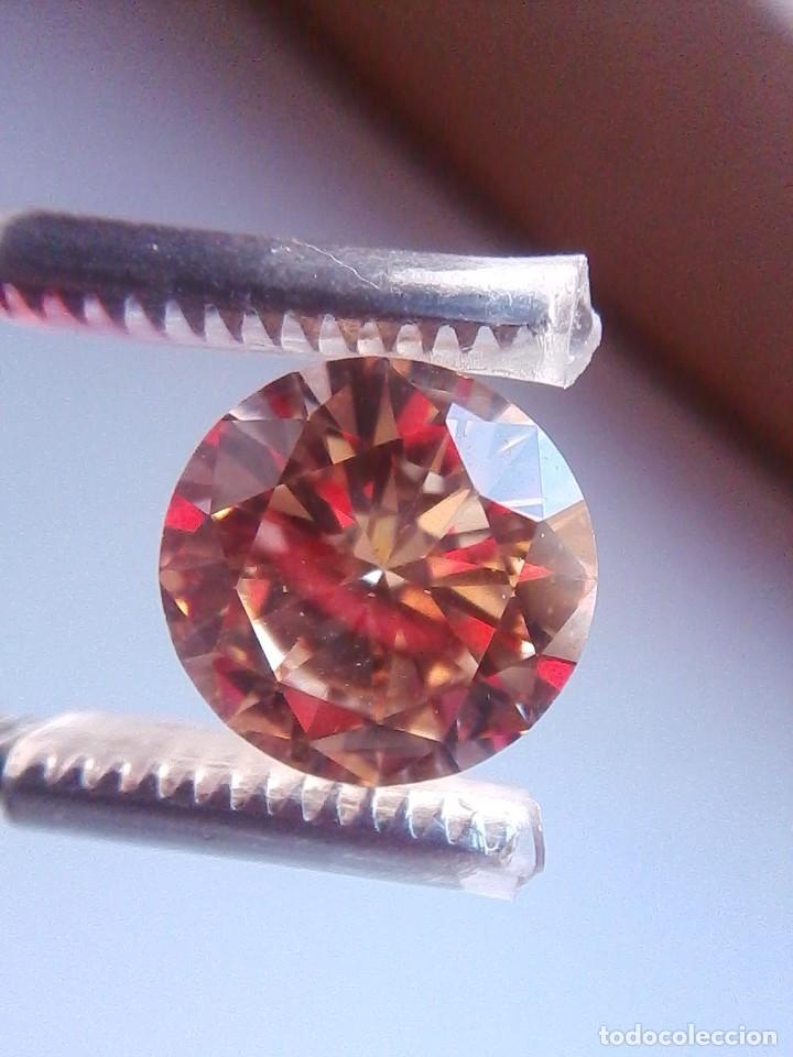 Coleccionismo de gemas: Luminoso zafiro Chatham Color Champang Talla Redonda de 6.45 Ct. (10 mm Ø ). - Foto 5 - 176014774