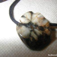 Coleccionismo de gemas: COLGANTE DE ANDALUCITA VARIEDAD QUIASTOLITA. Lote 177626977