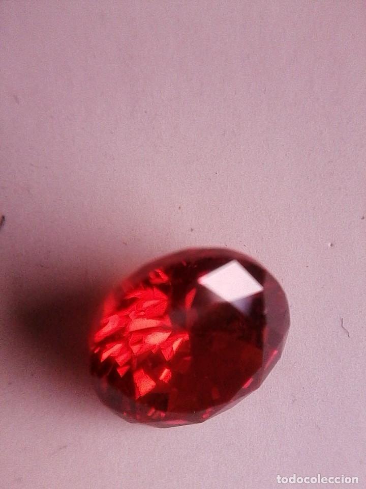 Coleccionismo de gemas: Precioso Circón Natural Rojo Sangre de Camboya Talla Redonda con 5.17 Ct. (9 mm Ø) - Foto 2 - 189415815