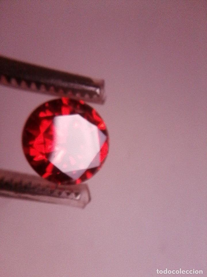 Coleccionismo de gemas: Precioso Circón Natural Rojo Sangre de Camboya Talla Redonda con 5.17 Ct. (9 mm Ø) - Foto 3 - 189415815