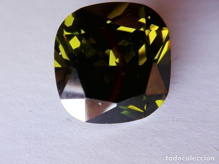 PERFECTO ZAFIRO CHATHAM VERDE OLIVA TALLA COJÍN DE 13.29 CT. (Coleccionismo - Mineralogía - Gemas)