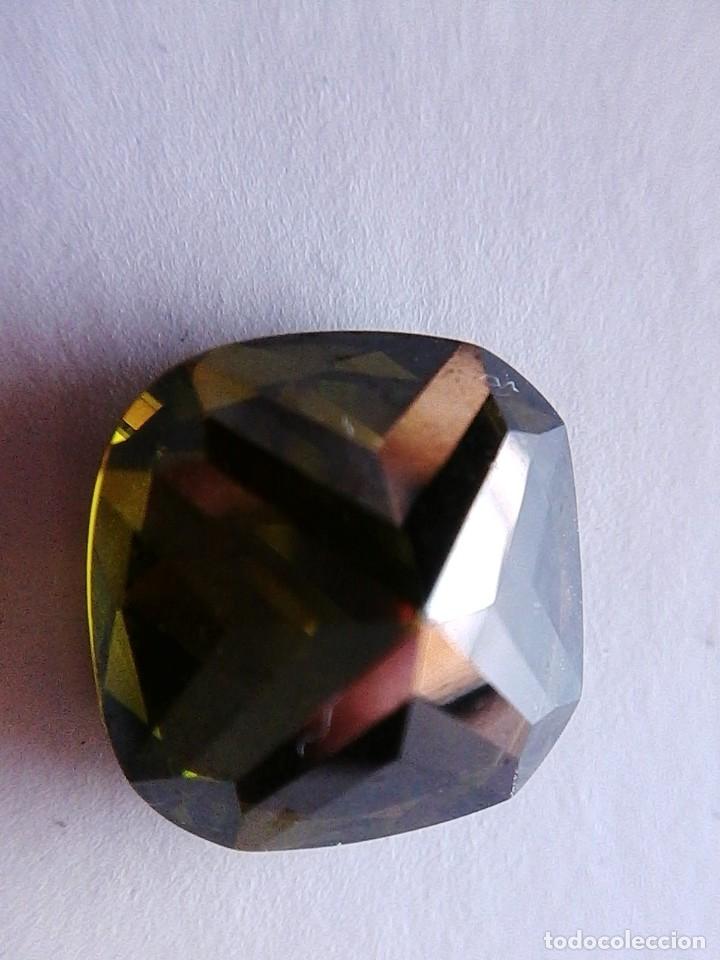 Coleccionismo de gemas: Perfecto Zafiro Chatham Verde Oliva Talla Cojín de 13.29 Ct. - Foto 4 - 182679781