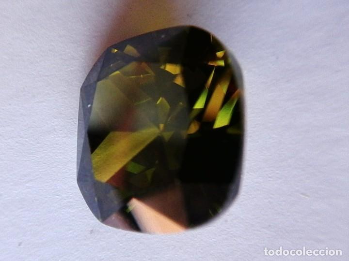 Coleccionismo de gemas: Perfecto Zafiro Chatham Verde Oliva Talla Cojín de 13.29 Ct. - Foto 5 - 182679781