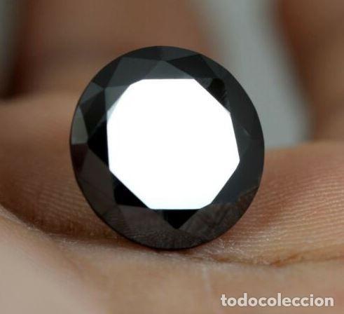 DIAMANTE NEGRO MOISSANITA DE LA INDIA CON TALLA REDONDA DE 2.5 CT. (8.8 MM). (Coleccionismo - Mineralogía - Gemas)