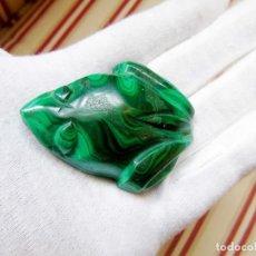 Coleccionismo de gemas: MALAQUITA TALLADA EN FORMA DE RANA. Lote 194010901