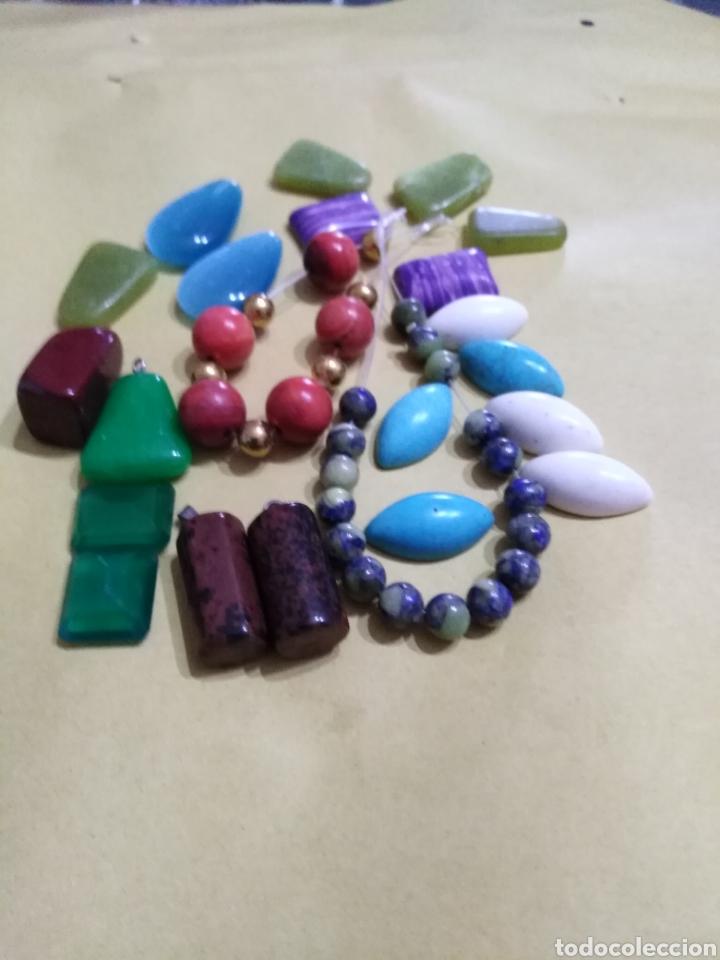 LOTE DE 24 COLGANTES Y PIEDRAS NATURALES (Coleccionismo - Mineralogía - Gemas)