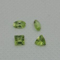 Coleccionismo de gemas: 4 PIEDRAS NATURALES SUELTAS DE PERIDOTO CORTES, OVALADOS, TRILLO Y CUADRADO. Lote 210559256