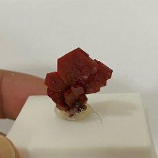 Coleccionismo de gemas: VANADINITA DE MIBLADEN, MARRUECOS. Lote 219339021