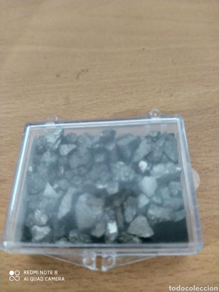 CAJA DE PIEDRAS DE PIRITA AUTÉNTICAS MEDIDAS 5.5 POR 4.5 (Coleccionismo - Mineralogía - Gemas)