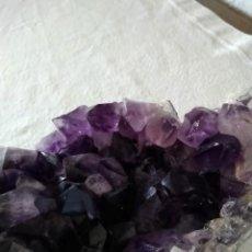 Coleccionismo de gemas: DRUSA DE MINERAL DE AMATISTA. Lote 236099295