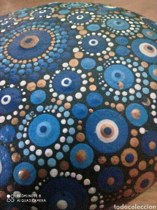 Coleccionismo de gemas: Maravillosa piedra símbolo universal pintada y repujada a mano pieza única - Foto 2 - 236445700