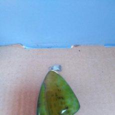 Coleccionismo de gemas: COLGANTE ÁGATA NATURAL VENA DE DRAGÓN CON PASADOR PLATEADO. Lote 263600855