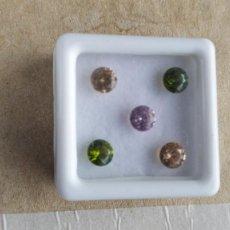 Coleccionismo de gemas: LOTE DE 4 CIRCONES CAMBOYANOS 2 VERDES + 2 AMBAR + 1 ROSA DE 6 MM Ø CON 3 CT./LOTE.. Lote 294981033