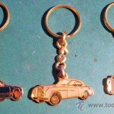 Coleccionismo de llaveros: LOTE DE 3 LLAVEROS DE COCHES ANTIGUOS ESMALTADOS, PORSCHE CARRERA, BENTLEY Y JAGUAR 500. Lote 31649484