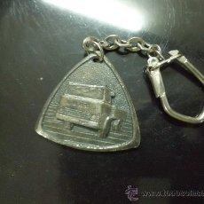 Coleccionismo de llaveros: LLAVERO CAMION MARCA EBRO. Lote 32351888