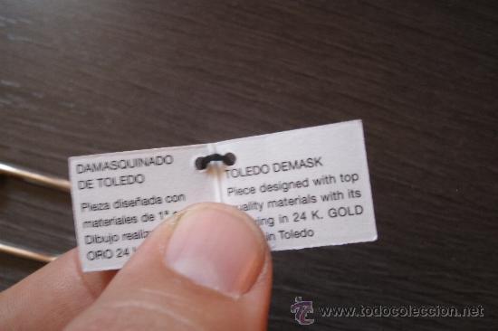 Coleccionismo de llaveros: LLAVERO ORIGINAL DAMASQUINADO DE TOLEDO BAÑADO EN ORO DE 24 KILATES CON CERTIFICADO Y A ESTRENAR - Foto 3 - 33372345
