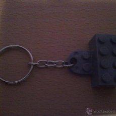 Coleccionismo de llaveros: LLAVERO DE FICHA DE LEGO GRIS. Lote 39304833