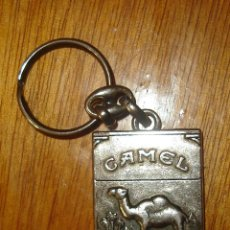 Coleccionismo de llaveros: LLAVERO PUBLICITARIO DE CAMEL EN FORMA DE PAQUETE DE TABACO. Lote 55129756