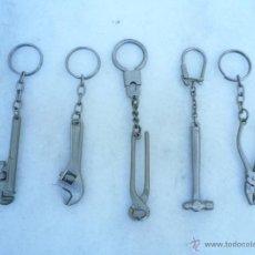 Colecionismo de porta-chaves: CINCO LLAVEROS METÁLICOS HERRAMIENTAS. Lote 48592900