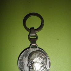 Coleccionismo de llaveros: LLAVERO ANTIGUO METÁLICO PAPA JUAN PABLO II VATICANO RELIGIÓN. Lote 50415329