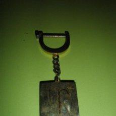 Coleccionismo de llaveros: LLAVERO ANTIGUO METÁLICO TP. Lote 50458402