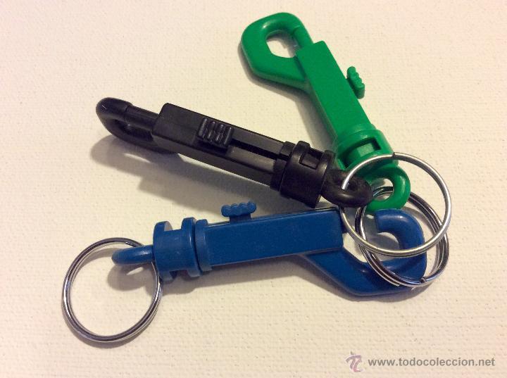 Coleccionismo de llaveros: Tres llaveros de plástico duro para varias llaves de los años 70 en buen estado. - Foto 2 - 54659903