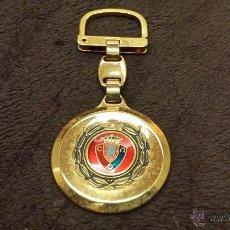 Colecionismo de porta-chaves: LLAVERO EQUIPO FUTBOL CLUB ATLETICO OSASUNA ESCUDO ESMALTADO LLAVERO CHAPADO EN ORO . Lote 54774028