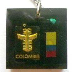Coleccionismo de llaveros: LLAVERO COLOMBIA RESINA CON FILIGRANA POSIBLEMENTE ORO, PIEZA PIEDRA VERDE Y BANDERA COLOMBIANA. Lote 56003971