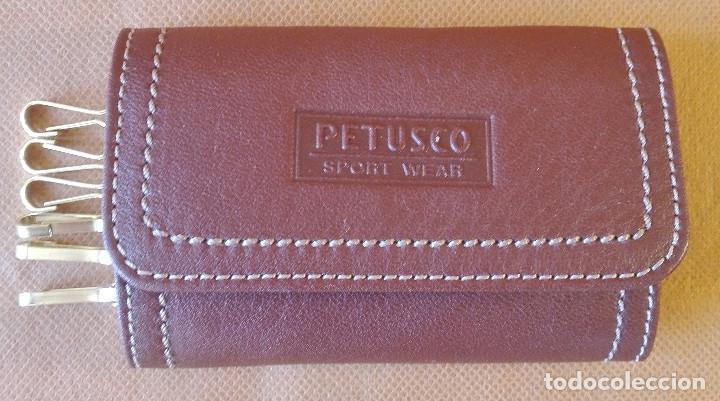 LLAVERO DE PIEL 'PETUSCO'. ENVÍO: 1,30 € *. (Coleccionismo - Llaveros)