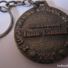 Coleccionismo de llaveros: LLAVERO 2ª LLIGA NACIONAL CATALANA DE BASQUET AÑO 1981 PATROCINADOR BANC CONDAL. Lote 77496825