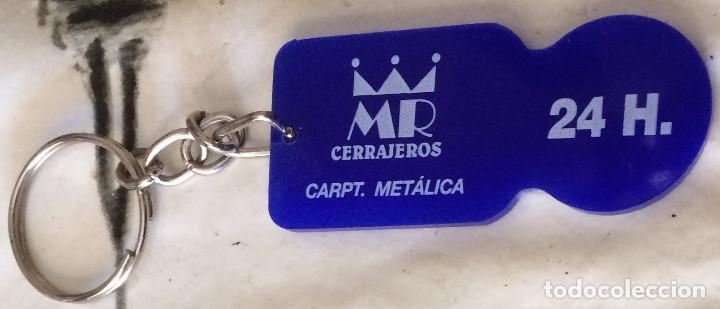 Coleccionismo de llaveros: Llavero-moneda para carritos de supermercado, tamaño 1 euro. MR Cerrajeros, Sevilla, Andalucía. - Foto 3 - 101687311