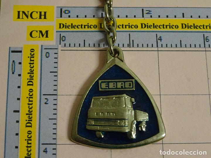LLAVERO DE COCHES MOTOS. AÑOS 70 80. CAMIÓN CAMIONETA EBRO (Coleccionismo - Llaveros)