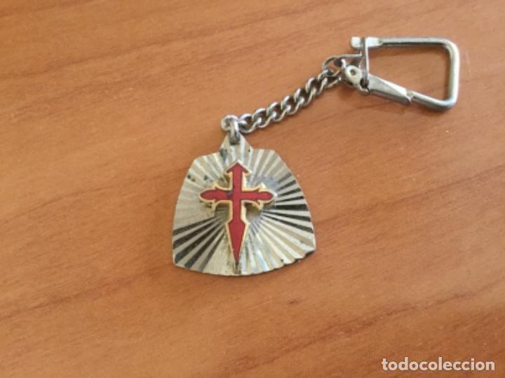 Coleccionismo de llaveros: Antiguo Llavero Cruz De Santiago Esmalte sobre metal - Foto 3 - 117914519