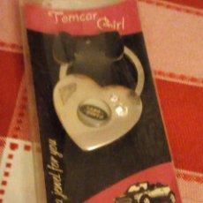 Coleccionismo de llaveros: LLAVERO TOMCAR GIRL LAND ROVER ,NUEVO EN BLISTER.. Lote 135048890