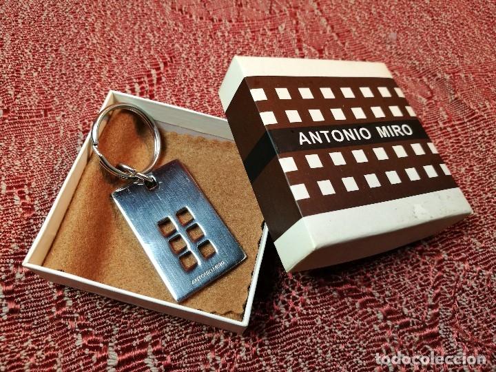 Coleccionismo de llaveros: Llavero Antonio Miró Sin estrenar, en su caja de origen.EDICION LIMITADA PARA LA CAIXA - Foto 4 - 136361198