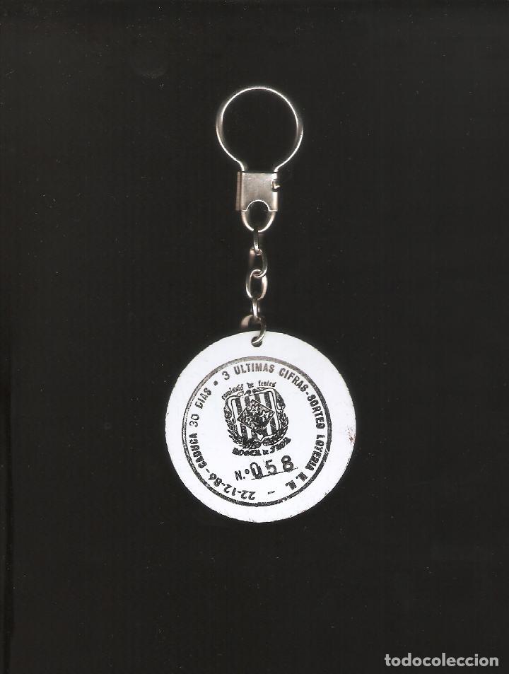 Coleccionismo de llaveros: 1 llavero con el escudo del barca por detras un participacion de loteria 22/12/1986 - Foto 2 - 139554738