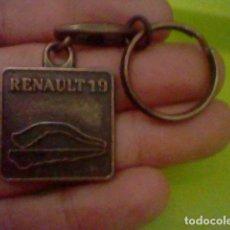Coleccionismo de llaveros: RENAULT 19 COCHE LLAVERO TONO COBRIZO METAL *. Lote 141530102