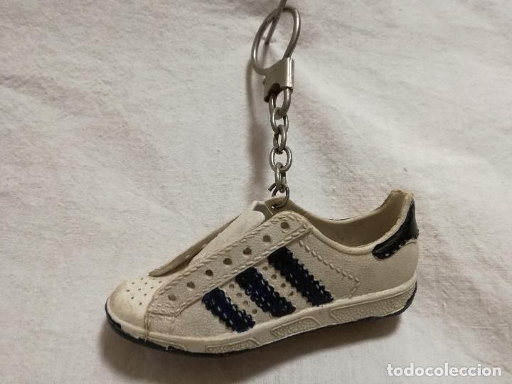 llavero zapatilla adidas