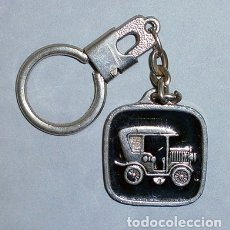 Coleccionismo de llaveros: LLAVERO DE METAL AUTOMOVIL ANTIGUO - LLAV-9795 - B-210. Lote 173742907