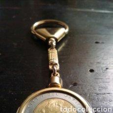 Coleccionismo de llaveros: LLAVERO CON MONEDA CONMEMORATIVA DEL VATICANO A JUAN PABLO II DIEZ AÑOS MCMLXXXIII. Lote 177623683