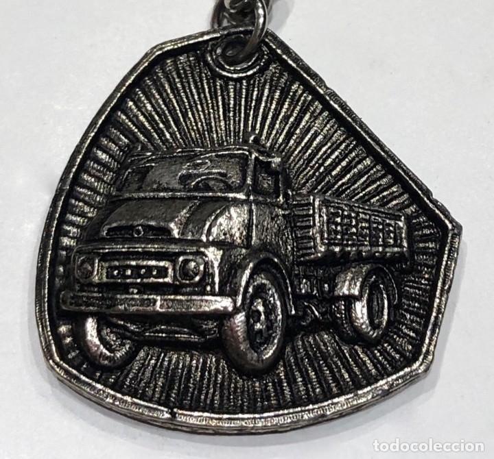 Coleccionismo de llaveros: Llavero de publicidad Ebro camiones - Forma rara irregular - Foto 3 - 179210207