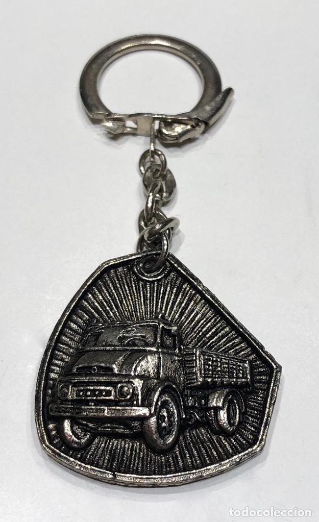 Coleccionismo de llaveros: Llavero de publicidad Ebro camiones - Forma rara irregular - Foto 5 - 179210207