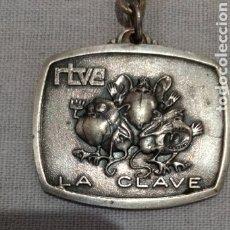 Coleccionismo de llaveros: MUY DIFIFIL ( LLAVERO PROGRAMA TV LA CLAVE , DE ALPACA ). MÁS ARTÍCULOS ANTIGUOS EN MI PERFIL.. Lote 181134132