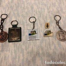 Coleccionismo de llaveros: CUATRO LLAVEROS Y DOS PINES MILITARES.. Lote 185775547