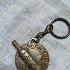 Coleccionismo de llaveros: PIN LICOR RHON RUM BACARDI. Lote 186100331