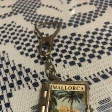 Coleccionismo de llaveros: LLAVERO LIBRO MINI POSTALES DE MALLORCA. Lote 186162100