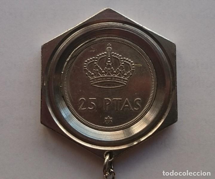 Coleccionismo de llaveros: LLAVERO MONEDA 25 PESETAS REY JUAN CARLOS 1975 - Foto 3 - 186361465